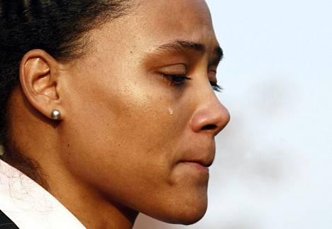 Marion Jonesin yleisurheilu-ura päättyi katkeriin kyyneliin.