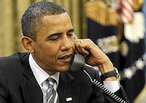 Valkoinen talo julkisti kuvan presidentti Obamasta keskustelemassa David Cameronin kanssa.