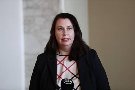 Perustuslakivaliokunnan puheenjohtajan Johanna Ojala-Niemelän mukaan valmiuslakien aktivointi on korkeamman kynnyksen takana kuin keväällä.
