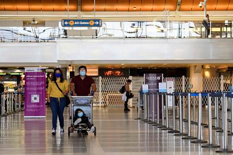 Los Angelesin kansainvälisellä lentokentällä oli autiota vielä viime keskiviikkona.