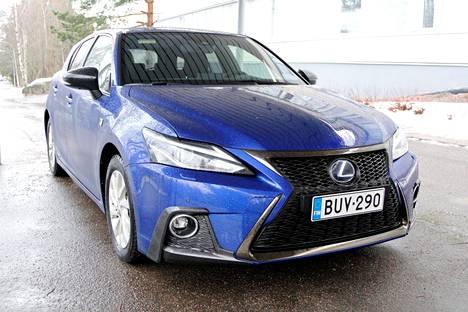 Lexus on yksi hybriditekniikan edelläkävijöistä. Merkin hybriditarjonta on laajin premium-luokassa, johon valmistaja itsensä lokeroi.