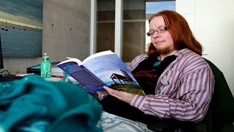 Tutkija Sade Kondelin, 29, on transmaskuliini. Hän on käynyt läpi sukupuolenkorjausprosessin.