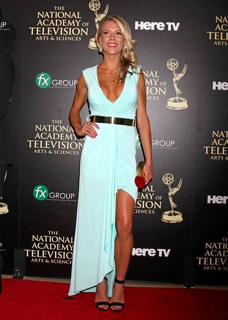 NCIS rikostutkijoissa vieraillut Suzanne Quast oli valinnut Daytime Emmy Awardseihin mintunvihreät mekon, jonka kruunasi kultainen vyö.