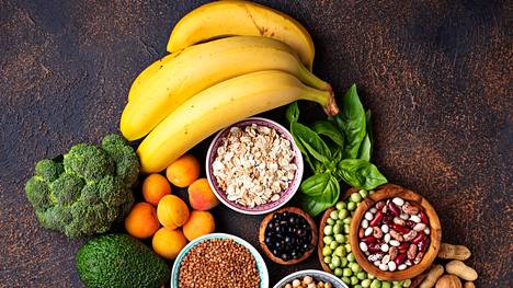 Esimerkiksi vihreät lehtivihannekset, palkokasvit ja pähkinät ovat hyviä magnesiumin lähteitä.