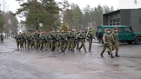 Asevelvollisuuden suorittajia Porin prikaatissa Niinisalossa 4.1.2021.