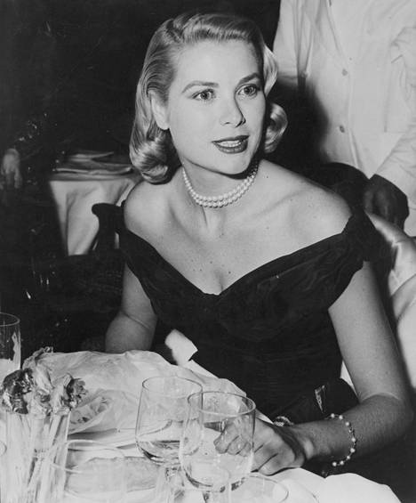 Grace Kelly Cannesin elokuvajuhlilla 1955.