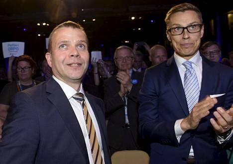 Petteri Orpo voitti kesäkuussa 2016 Alexander Stubbin (oik) Kokoomuksen puheenjohtajakilvassa ja syrjäytti näin istuvan puheenjohtajan. Kisan kolmanneksi jäi tuolloin Elina Lepomäki.