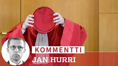 """Saksan perustuslakituomioistumen """"punakaavut"""" kokoontuvat Karlsruhessa."""