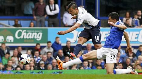 Tästä lähtee Sergio Agueron ampuma Manchester Cityn tasoitusmaali.