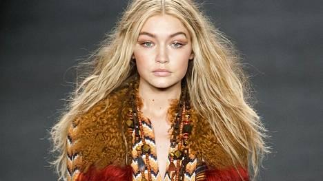 Kuivien ja vaurioituneiden hiusten ero on hankala huomata, mutta nopea hiustesti auttaa.