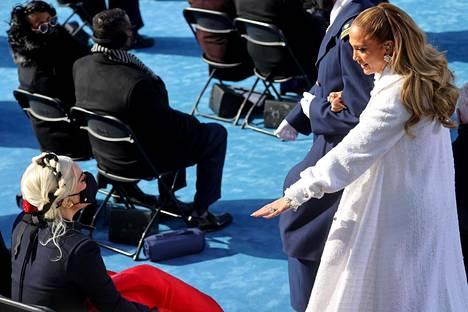 Jennifer Lopez tervehti Lady Gagaa.