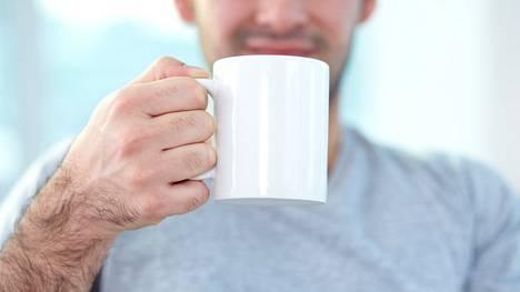 Kahvittelua parempi idea olisi nauttia kevyt lounas ja juoda paljon vettä - ja nukkua yöt hyvin.