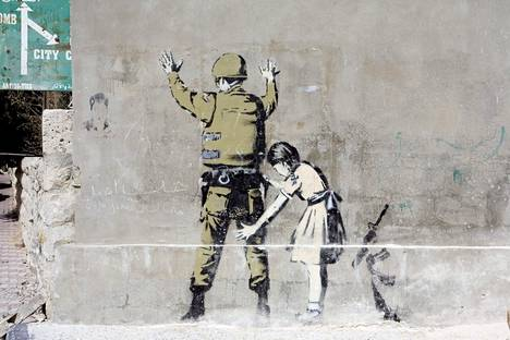 Kuvassa Banksyn taidetta Betlehemissä.