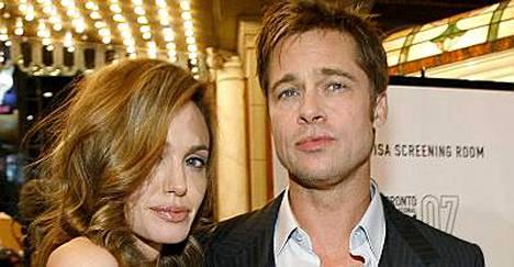 Onko Angelina Jolielle ja Brad Pittille tulossa perheenlisäystä?