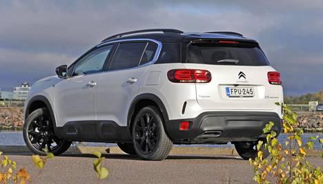 Pistoke-Citroën ei juurikaan uhraa muunneltavuutta tai tilantarjontaa sähköistymisen myötä. Autossa on edelleen kunnon tavaratila.