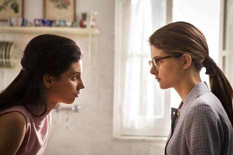 My Brilliant Friend -sarja seuraa Lilan (Gaia Girace) ja Elenan (Margherita Mazzucco) elämää Elena Ferranten kirjojen pohjalta.