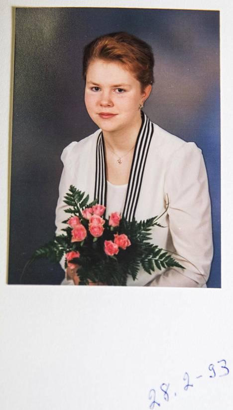 Heli Palsanmäki rippikuvassaan vuonna 1993.