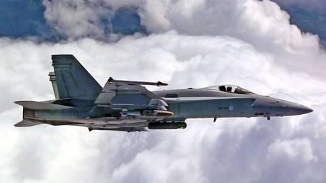 F/A-18 Hornet -hävittäjiin on tehty elinkaaripäivityksiä.