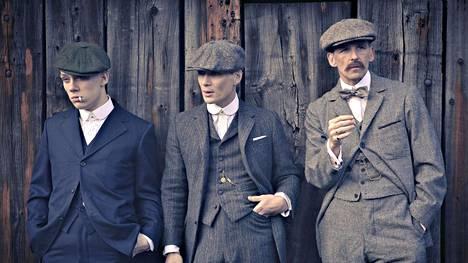 John (Joe Cole), Thomas (Cillian Murphy) ja Arthur (Paul Anderson) Shelby.