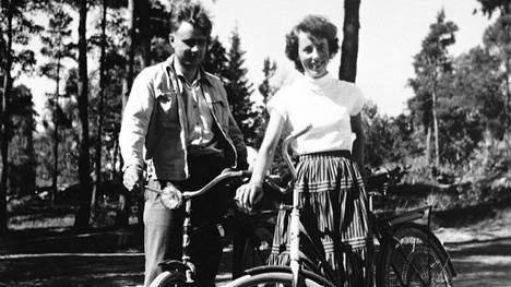 """Tellervo Koivisto kertoo Ylen 90-vuotishaastattelussa ensitapaamisesta Maunon kanssa – """"Olen kiitollinen, että hän kääntyi takaisin"""""""