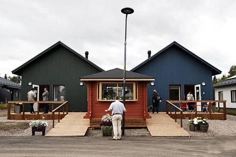 """Lapinjärvitalot ovat 40-neliöisiä iäkkäille ja muistisairaille suunniteltuja """"mummonmökkejä""""."""