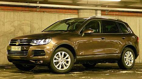 Volkswagen Touareg on melkoinen möhkö ja ulkomuodoltaan aggressiivisen näköinen auto.