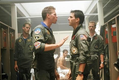 Val Kilmerin ja Tom Cruisen hahmot ottivat elokuvassa jatkuvasti yhteen, mutta lopussa kaksikon välille syttyi ystävyys.