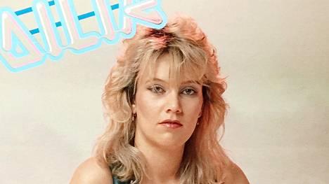 """Suomen kiistaton diskokuningatar hyppäsi 1980-luvulla auton takapenkille ja katosi jäljettömiin – 30 vuotta myöhemmin puhelin soi: """"Hei, täällä on Emilia"""""""