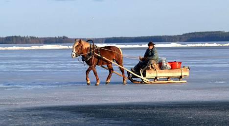 Kuva Vanajajärven jäältä 2003.