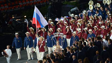 Maria Sharapova kantoi Venäjän lippua Lontoon olympialaisten 2012 avajaisissa.