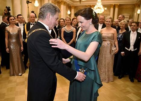 Viime vuonna rouva Jenni Hauki nähtiin smaragdinvihreässä iltapuvussa itsenäisyyspäivän vastaanotolla juhlistamassa Suomen 100-vuotisjuhlavuotta.