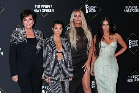 Kuvassa Kris Jenner, Kourtney Kardashian, Khloé Kardashian ja Kim Kardashian.