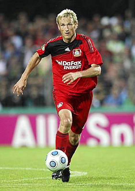 Sami Hyypiä luuti Leverkusenin puolustuksessa koko 1-1 päättyneen vierasottelun Bochumissa.