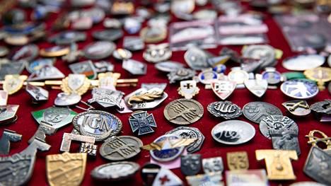 Kunniamerkit ja militaria ovat suosittuja keräilykohteita.