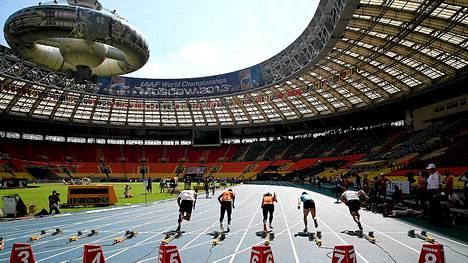 Lužniki-stadionin katsomot olivat tyhjinä sunnuntaiaamuna.