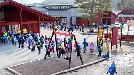 Arkistokuvassa koululaisia Norjan Trondheimissa.