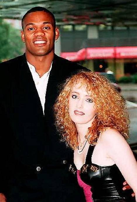 Tällaisena E-rotic duo muistetaan vuodelta 1995. Kuvassa räppäri Raz-Ma-Taz, eli Richard Michael Smith ja Lyane Leigh.