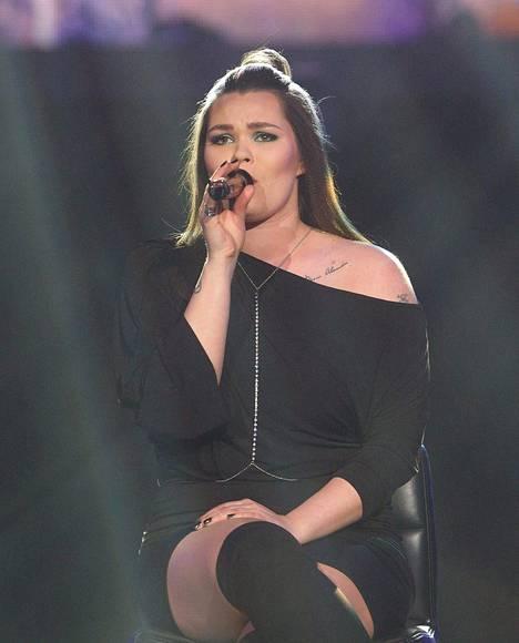 Saija Saarnisto kruunattiin The Voice of Finlandin voittajaksi 2017.