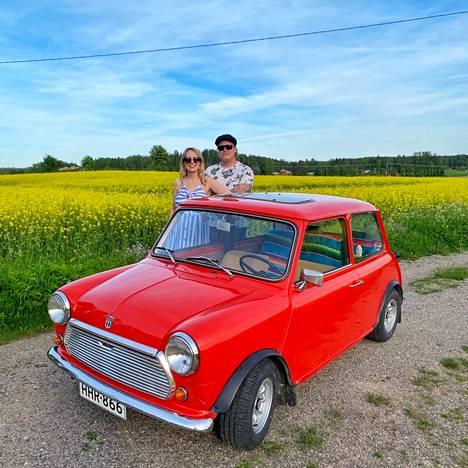Emmin Miniin ei ole tehty isompia muutoksia, siinä on esimerkiksi originaali moottori ja alkuperäiset kaiuttimet.