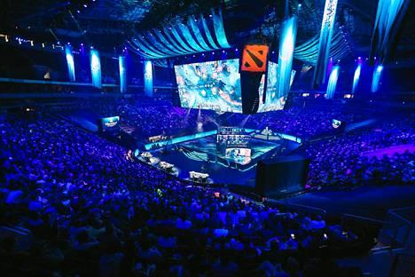 Dota 2 on kaikkein palkintorahakkain esports-peli. Kuva pelin pääturnauksesta The Internationalista.