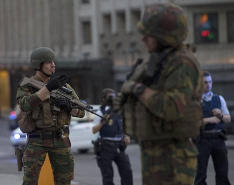 Sotilaita Brysselin rautatieaseman edustalla 20. kesäkuuta 2017.