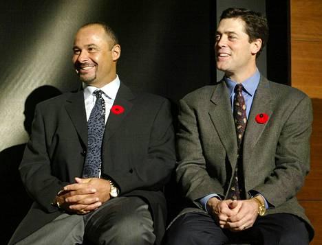 Grant Fuhr ja Pat Lafontaine pääsivät Hockey Hall of Famen jäseniksi vuonna 2003.