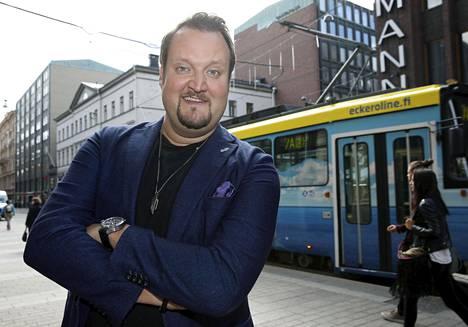 Sami Hedberg tähdittää ensi vuonna nähtävää tv-sarja Konttoria.