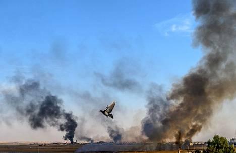 Savu nousee Tal Abyadin kaupungista Syyriasta.