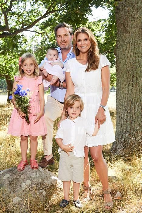 Madeleinella ja hänen puolisollaan Chris O'Neillillä on kolme lasta.