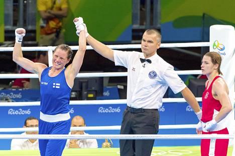 Mira Potkonen (vas.) toi Suomen ainoan mitalin Rio de Janeiron olympiakisoista ja aikoo päättää hienon uransa Tokioon. Joissakin arvioissa on ollut esillä, että Tokioon pääsemiseksi koronarokotukset pitäisi olla kunnossa. Tokioon lähtevä olympiajoukkue ehdittäneen kuitenkin rokottaa AstraZenecalla ongelmitta.