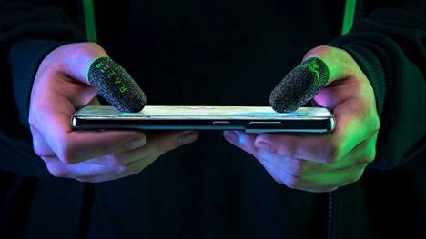 Peukalohihojen sanotaan tarjoavan parempaa pitoa ja tarkkuutta mobiilipelaamiseen.