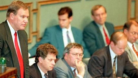 Vuonna 1995-1999 toimineen hallituksen muodostivat Sdp, kokoomus, Rkp, vasemmistoliitto ja vihreät.
