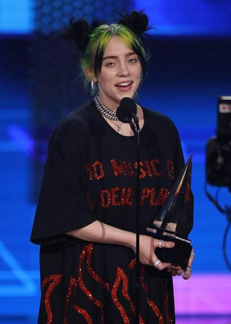 Billie Eilish on erittäin pidetty artisti niin kriitikoiden kuin tähden lukuisten fanien toimesta.