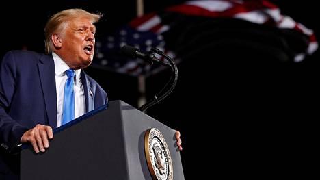 Donald Trump kuvattuna syyskuussa Floridassa.